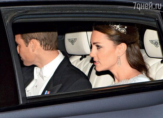 Кэтрин, герцогиня Кембриджская, приняла вызов Камиллы и недавно тоже появилась вдиадеме королевы-матери