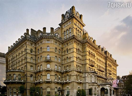 Я остановился в респектабельном районе в прекрасном отеле Langham