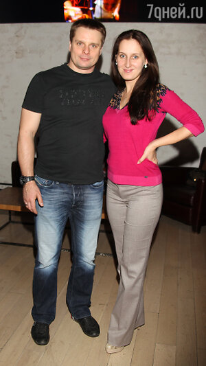 Александр Носик с женой