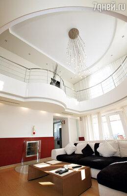 Весь второй этаж занимает гостиная и кухня