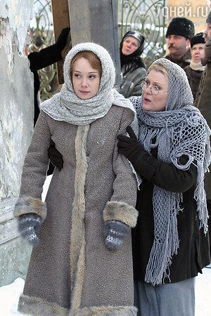 Галина Польских и Чулпан Хаматова в фильме «Доктор Живаго», 2005 г.