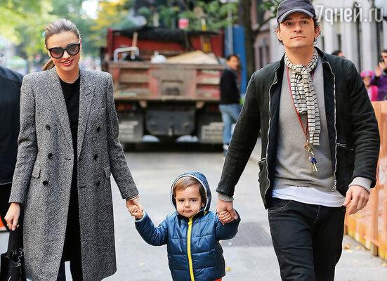 Орландо так популярен у женщин, богат, молод, красив... Разве он может принадлежать одной Миранде? (Миранда и Орландо с сыном)