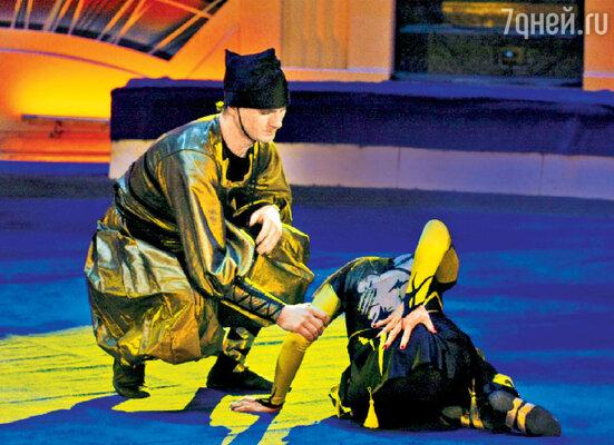 Анита Цой, выполняя акробатический номер в шоу «Цирк со звездами», упала с двухметровой высоты, повредив спину