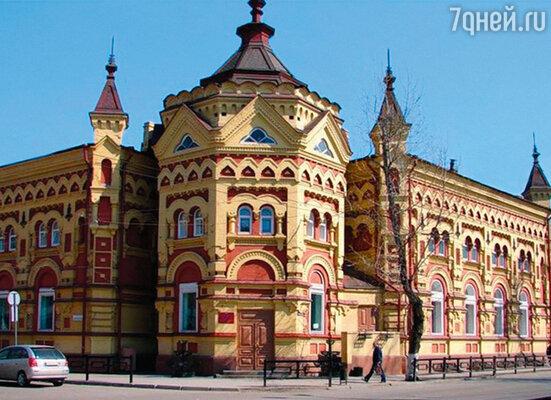 В 1897 году первым в столице объявился отец, Александр Федорович, — тесно в Сибири стало. Дом Второвых в Иркутске