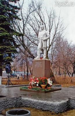 В 1920 году семья Второвых навсегда покинула Россию. Памятник Второву в Электростали