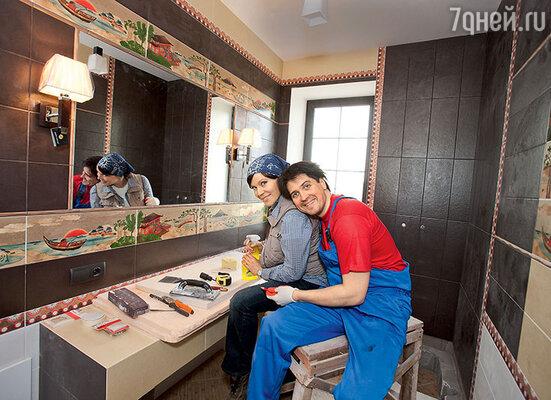 Куликова и Матросов пропадали насъемках и на гастролях, зарабатывая деньги, лишь бы поскорее завершить строительство дома и сыграть новоселье