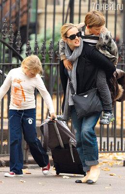 Кейт Уинслет с дочерью Мией и сыном Джо
