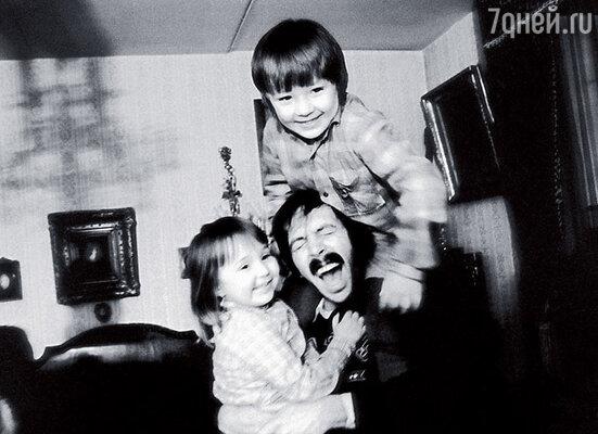 Для детей Маши Марка и Лены я был и другом, и нянькой