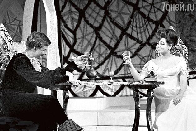 Валентина Шарыкина с Андреем Мироновым в спектакле Театра сатиры «Дон Жуан, или Любовь к геометрии». 1974 г.