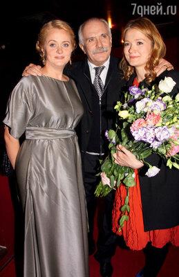 «Максимум, что могу сделать,— никогда за вас не хлопотать», — говорил Никита Сергеевич Михалков своим дочерям  — Ане и Наде