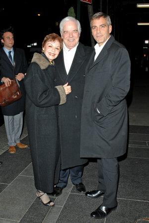 Джордж Клуни с родителями Ниной и Ником Клуни