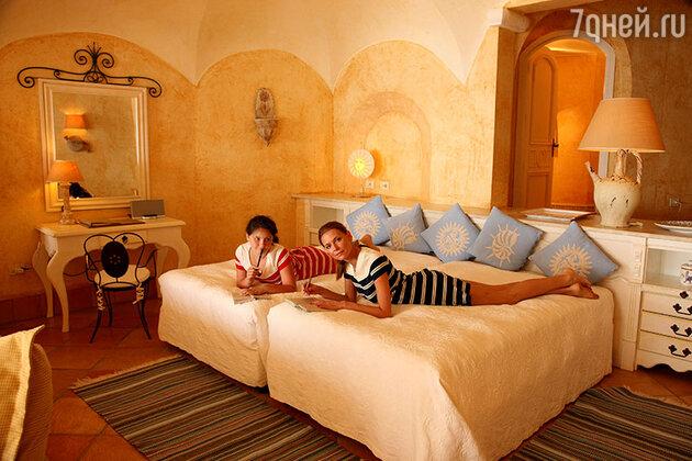 Любовь Толкалина с дочерью Машей на отдыхе в Сардинии