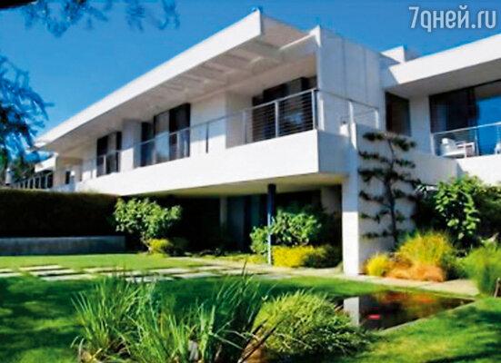 Дженнифер спешно приобрела за 21 миллион долларов в богемном лос-анджелесском квартале Бель-Эр дом площадью более 780 квадратных метров