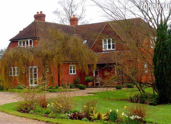 В уютном доме бабушки и дедушки Миддлтон принц Джордж провел первые недели своей жизни