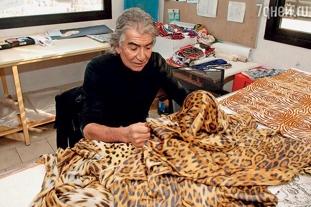 Роберто Кавалли в своей штаб-квартире во Флоренции