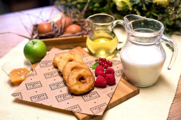 Яблочные пончики «Для папы»: рецепт от ведущей Елены Усановой