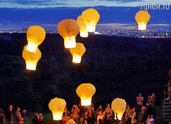 Бумажные фонарики на Воробьевых горах