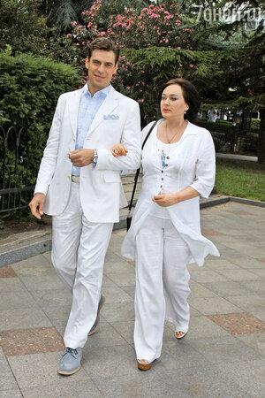 Лариса Гузеева с актером Дмитрием Дюжевым