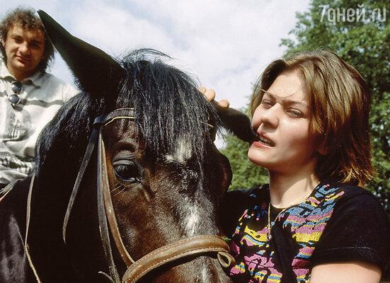 Родители всерьез мои намерения не приняли: что это вообще за занятие - коням хвосты крутить?