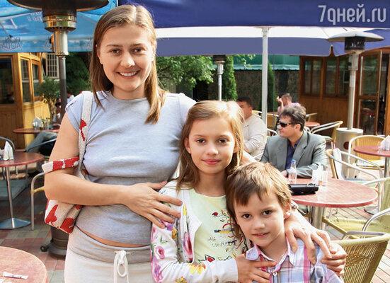 Когда Настя и Ваня были поменьше, на вопрос, где работает их мама, четко отвечали: «На конюшне»