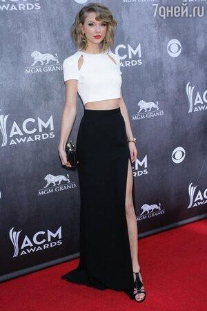 Тейлор Свифт в топе от J. Mendel на церемонии Academy Of Country Music Awards