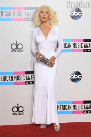 Кристина Агилера в платье от Maria Lucia Hohan на церемонии American Music Awards в ноябре 2013 года