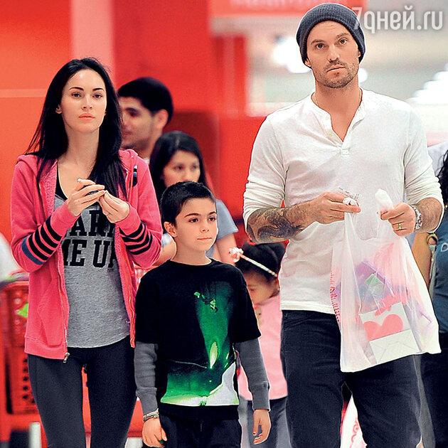 Меган Фокс и Брайн Грин со своим сыном от первого брака Кассиусом