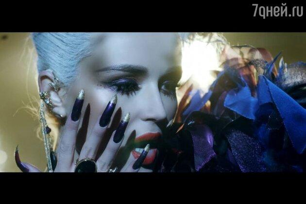 Полина Гагарина в клипе «Immortal feeling»