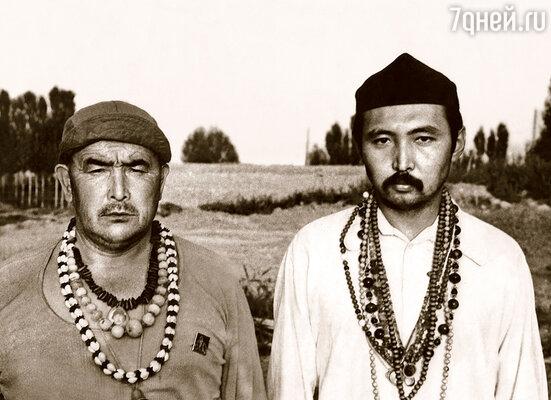 В таком экзотическом виде Мирза и Абай Борубаев (справа) путешествовали по СССР