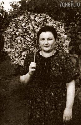 Дед почему-то называл бабушку Беллу Мусей. Вслед за ним и все остальные стали ее так называть