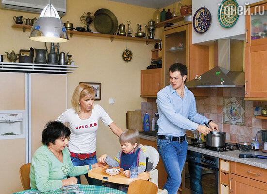 Я хорошо относился к Алениной маме (на фото слева), даже называл Веру Васильевну мамой...