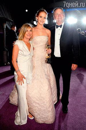 Дженнифер Лоуренс с родителями