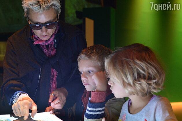 Диана Арбенина с дочкой Мартой и сыном Артемом