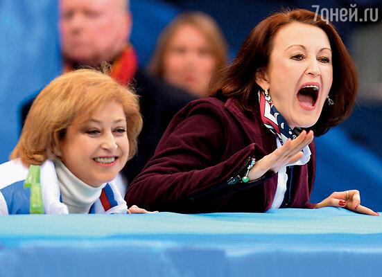 У меня была своя группа поддержки во главе с тренером Еленой Буяновой (Водорезовой) и хореографом Ириной Тагаевой (справа)