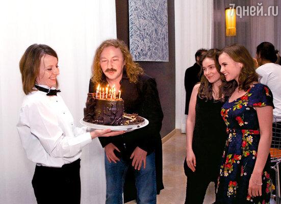 Игорь Николаев и две его Юли — дочь и любимая девушка