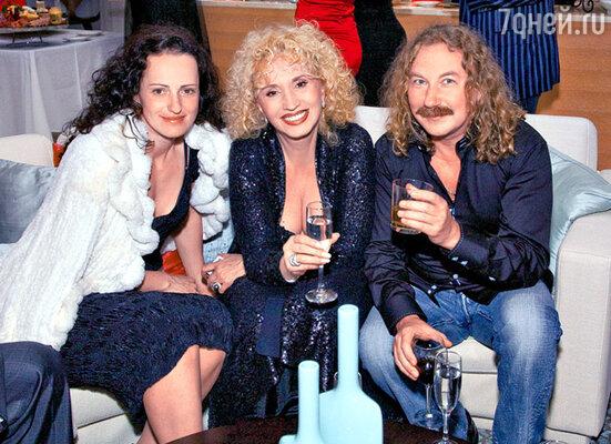 Игоря поздравляют Ирина Аллегрова и ее дочь Лала