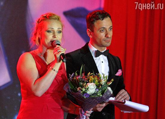Алла Довлатова и ведущий церемонии Юрий Аскаров