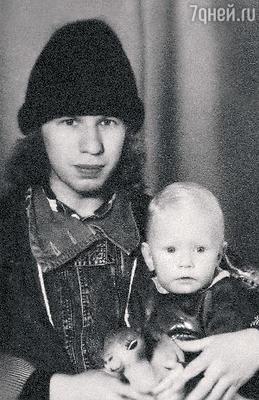 Виктор со старшим сыном Валерием. 1988 г.
