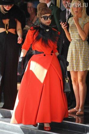 Леди Гага в наряде от Ulyana Sergeenko