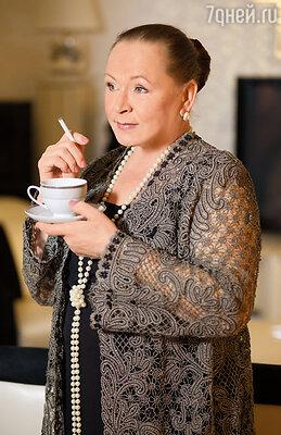 Юра вернулся с подносом, на нем две чашки кофе и «Прима»: вот и весь разврат