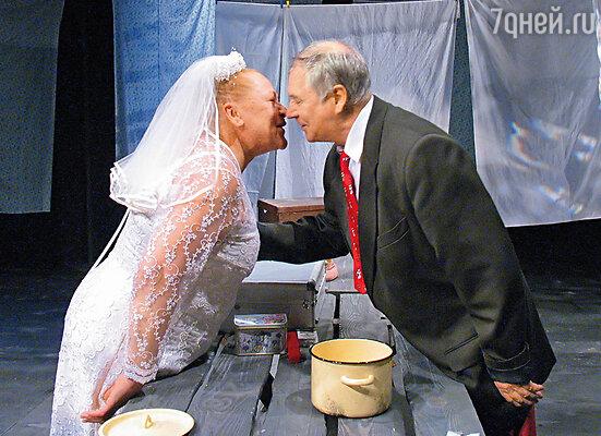 С Владимиром Красновым  в пьесе «Кукла для невесты»