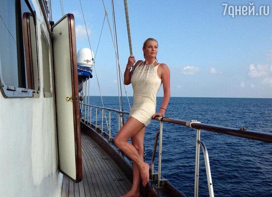 «Это праздник!!!» — написала Волочкова, поделившись снимком, где она находится на борту яхты