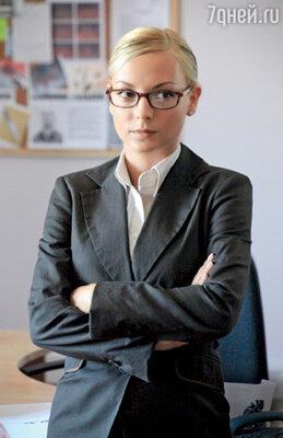 Помощь в расследованиях Суворовой оказывает старательная стажерка Оленька (Дарья Сагалова)