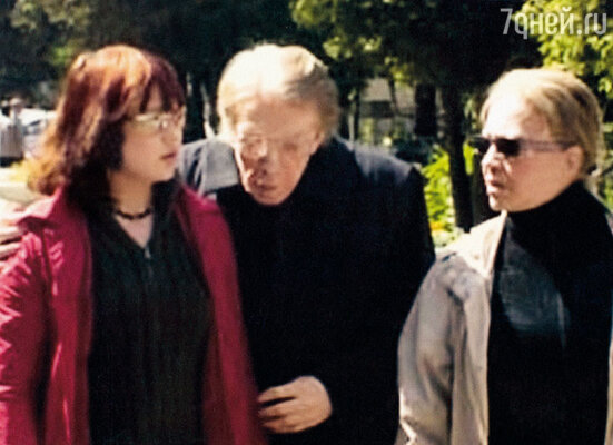 С Олегом Стриженовым и Лионеллой Пырьевой на похоронах бабушки