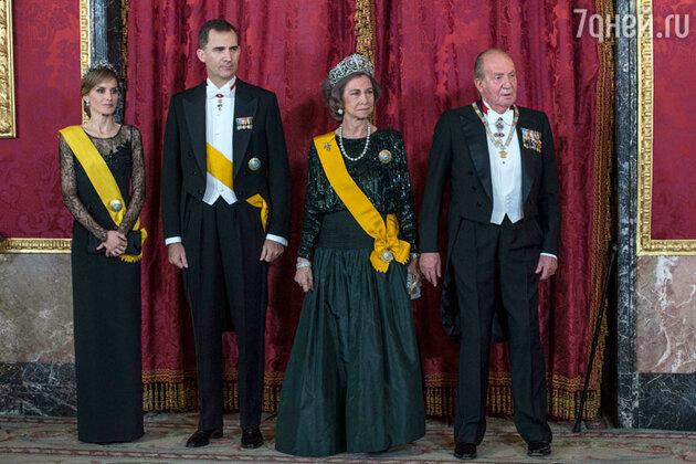 Королевская семья Испании: наследный принц Фелипе, принцесса Летиция, королева София, король Хуан Карлос