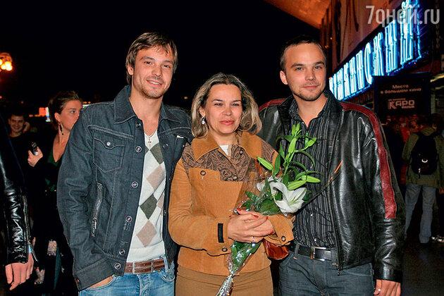 Алексей и Андрей Чадовы с мамой Галиной Петровной