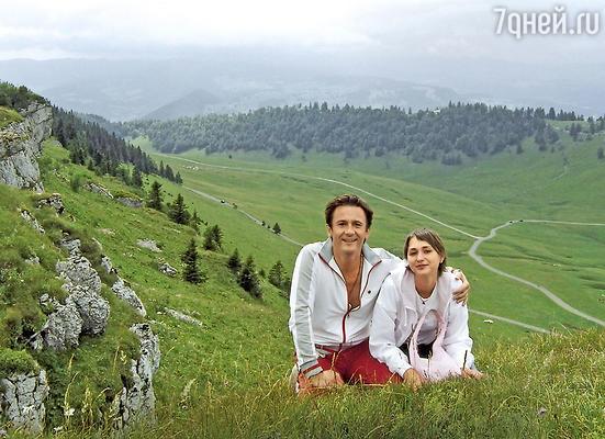 Олег Меньшиков с женой Настей вШвейцарии во время медового месяца. 2005 г.
