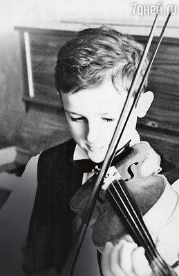 «Скрипку я ненавидел, нотеперь благодарен родителям, чтоотдали меня учиться». (Олегу Меньшикову семь лет)