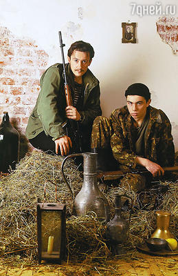 Олег Меньшиков и Сергей Бодров-младший насъемках фильма «Кавказский пленник». 1996 г.