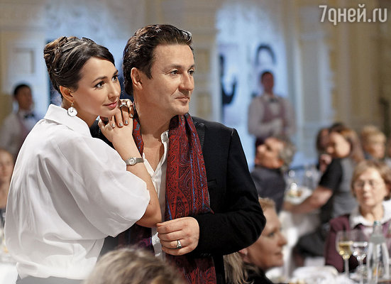 Олег Меньшиков с женой Анастасией на фестивале искусств «Черешневый лес». 2008 г.